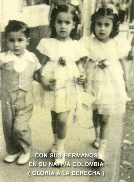 1-Con-sus-hemanos-en-su-nativa-Colombia-Gloria-a-la-derecha