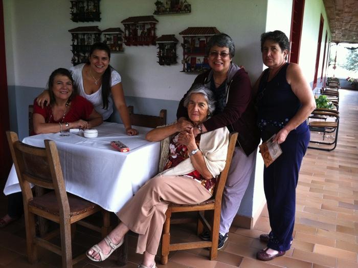 En-Colombia-con-familiares-y-amigos